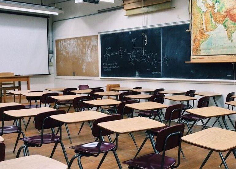 Școli închise 2020! Elevii ar putea găsi școlile închise în prima zi de școală din acest an