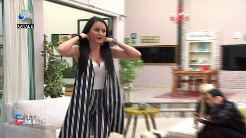 Manuela se ridică