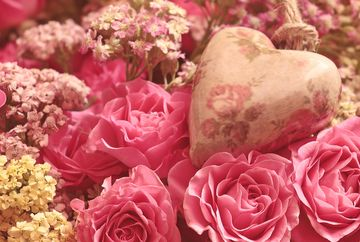 De Ziua Indragostitilor, comanda online cele mai frumoase flori pentru persoana iubita!