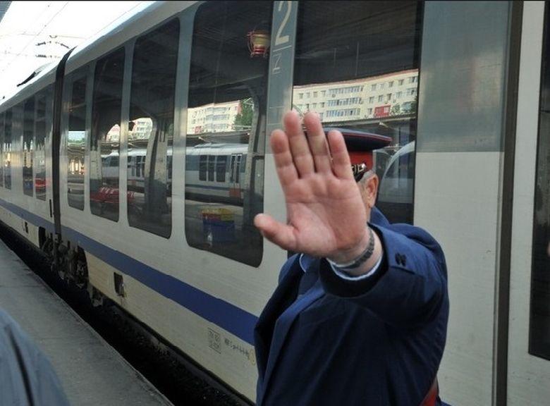 Greva CFR in toata tara. 19 trenuri s-au anulat, 1400 de angajati protesteaza. Se incearca falimentarea SCLR