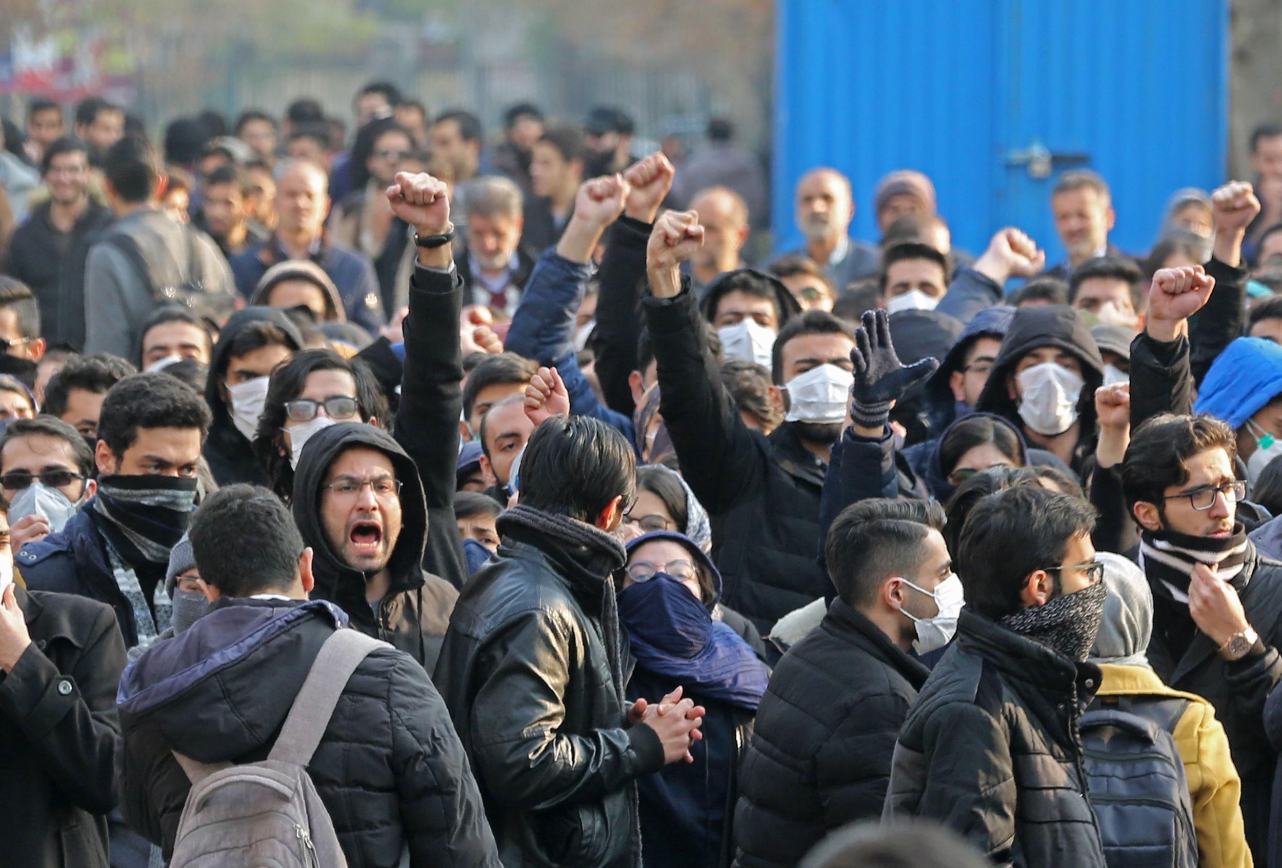 Iran isi omoara cetatenii! Guvernul de la Teheran a condamnat la moarte protestatarii arestati dupa doborarea cu rachete a avionului ucrainean
