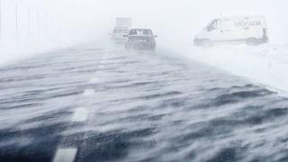 Prognoza meteo: vremea se strica, iarna revine! S-a dat cod galben de viscol: ce zone sunt vizate