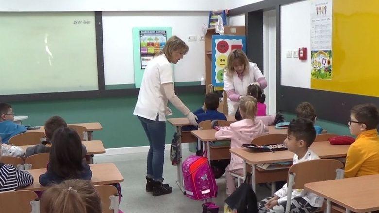 47 de scoli inchise partial in Bucuresti. Gripa provoaca mai mult contre decat victime. Ce spune Gabriela Firea