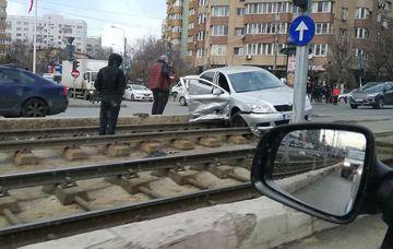Accident grav în zona Drumul Taberei! Linia 41 a fost blocată!