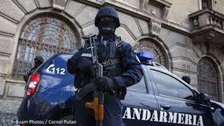 """VIDEO Un jandarm din Cluj lovește și amenință un bărbat: """"Te rup în două"""""""