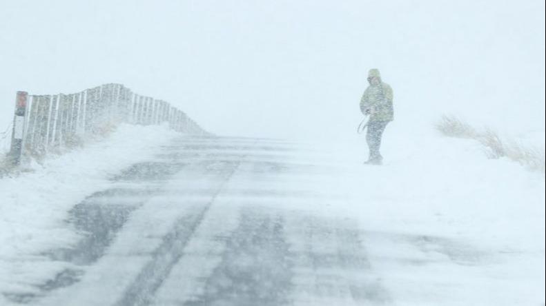 Prognoza meteo 5 - 6 februarie: s-a dat cod rosu de viscol! Vremea o ia razna: ce se intampla in toata Romania din aceasta noapte