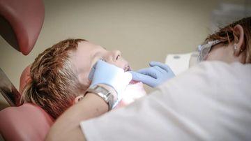 Copilul de 4 ani anesteziat la dentist a murit! Primele declaratii ale medicului care a facut anestezia