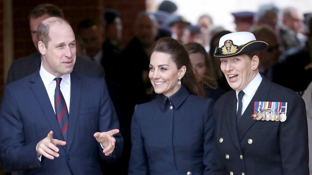Kate Middleton, superbă într-o ținută de inspirație militară. Rar o putem vedea așa!