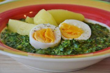 Spanac sote cu ou: cum faci ca sa iti iasa cremos si usor de mancat