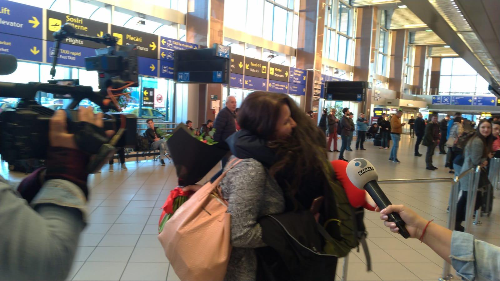 Ana Maria Pal si Claudia Rostas s-au intors in Romania! Primele declaratii de pe aeroport