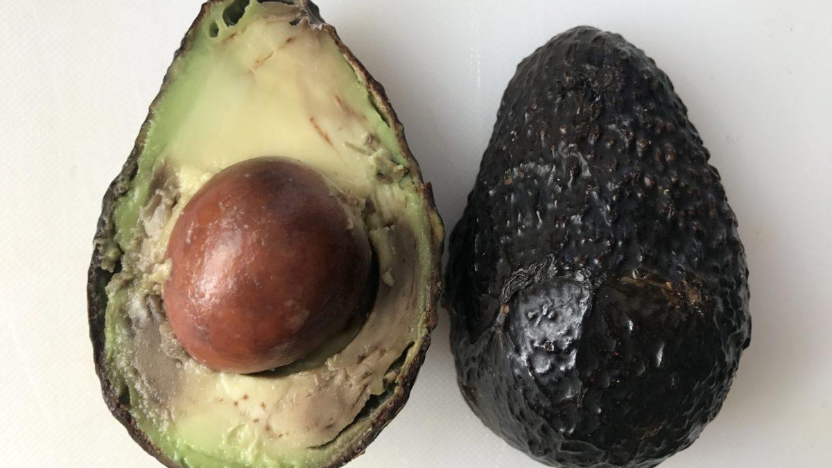 Avocado. Trucul prin care se pastreaza proaspat zile intregi