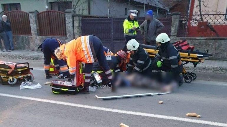 Două femei au ajuns în stare gravă la spital după au fost lovite de o mașină
