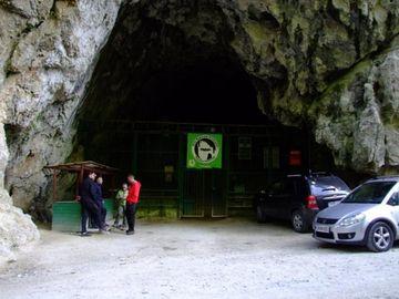 Coronavirus: Restricții pentru turiștii care ajung la Peștera Polovragi