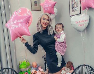 Andreea Bălan i-a tăiat moțul fetiței ei. Ce a ales micuța Clara de pe tavă?