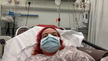 """""""Se simte ca și cum ai fi înghițit sticlă…"""". Mărturia unei femei de 46 de ani care se luptă cu coronavirus"""