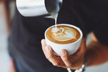 Ce se întâmplă în organism atunci când bei cafea cu lapte?