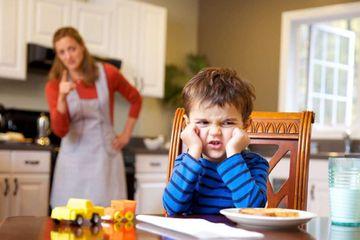 """Educatia cu """"Fii cuminte!"""" De ce sa nu le cerem niciodata copiilor sa fie cuminti"""