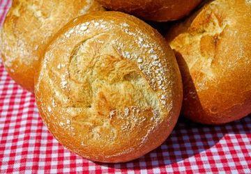 Chifle Kaiser. O rețetă delicioasă de pâinici făcute în casă