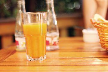 Motivul pentru care prețul sucului de portocale ar putea să crească. Care este explicația?