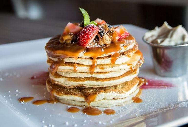 Pancakes de post. Rețetă cu mere și banane