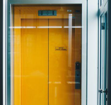 Cât de sigură este folosirea lifturilor în timpul pandemiei de coronavirus? Iată ce spun specialiștii