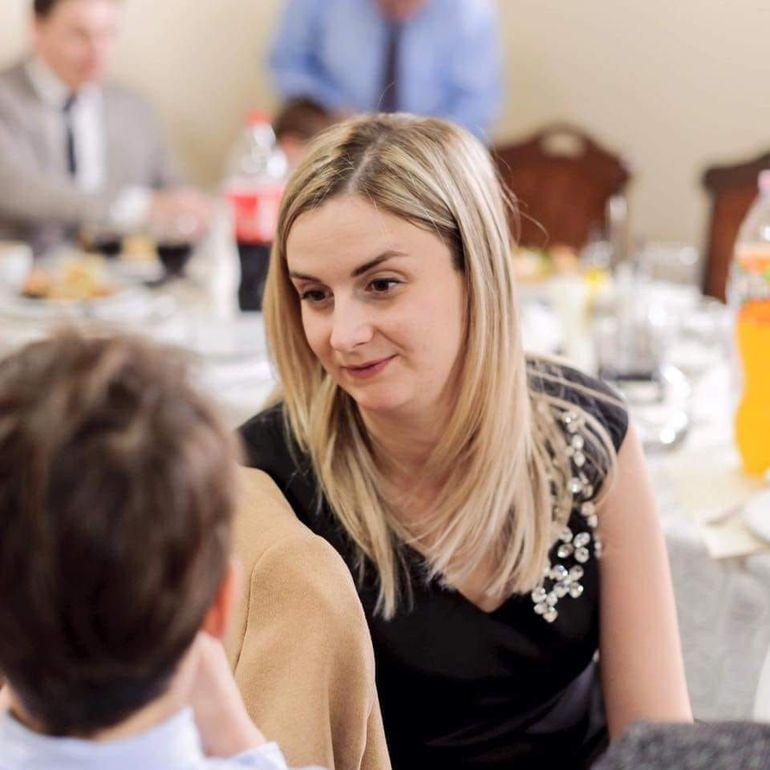 Paula este un medic rezident din Cluj