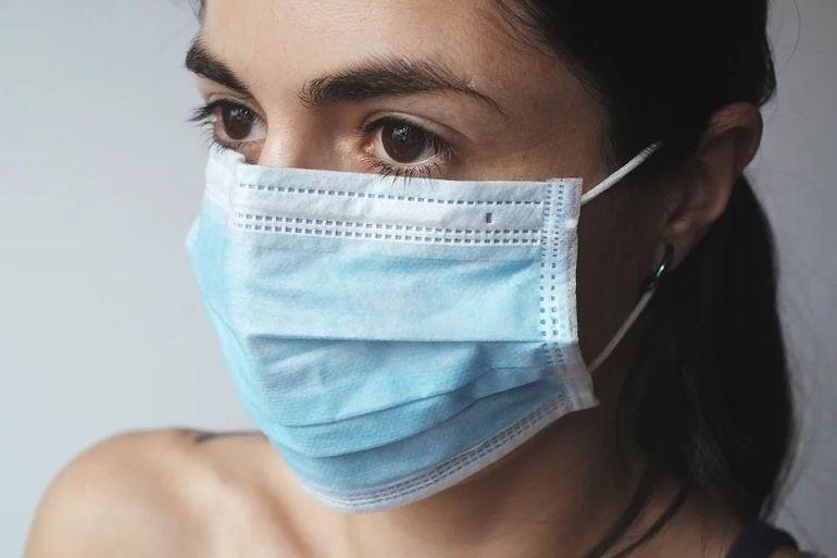Masca obligatorie: cat rezista coronavirus pe o masca