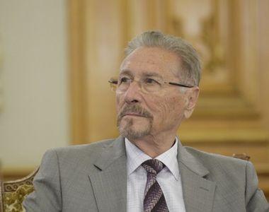 """Fostul președinte Emil Constantinescu, operat de urgență. """"Și-a fracturat grav..."""""""