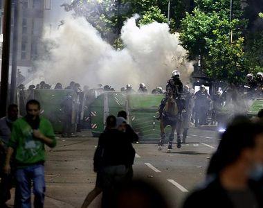 Proteste violente în Serbia. Zeci de persoane au fost rănite - VIDEO