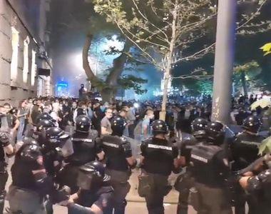 Guvernul sârb renunţă la reimpunerea izolării la Belgrad în urma manifestaţiilor violente