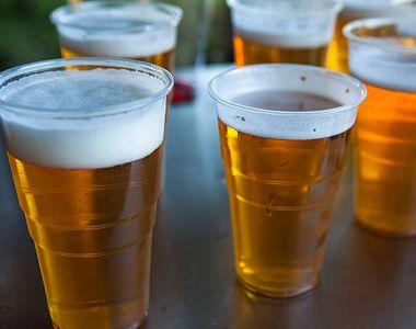 Uluitor. Cât costă o bere la pahar de plastic pe plaja din Mamaia