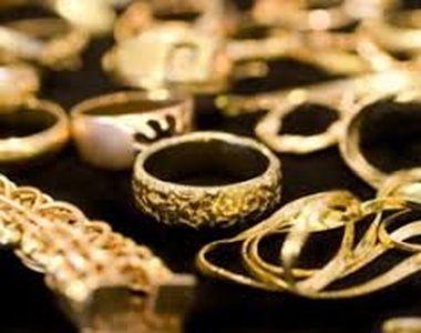 Peste două kilograme de bijuterii din aur, găsite de poliţiştii de frontieră la trei...