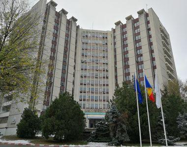 Robotul anti-COVID-19 funcționează deja la Spitalul Universitar din București VIDEO