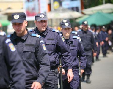 Scandal în Piața Victoriei la protestul anti-măști Covid19. Doi bărbați, ridicați de...