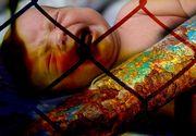 VIDEO  Caz șocant la Constanța: Un copil de un an și jumătate, abandonat de tată în spatele unui centru comercial