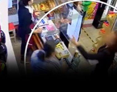 VIDEO| O vânzătoare, pălmuită după ce a atenționat o clientă că nu poartă mască....