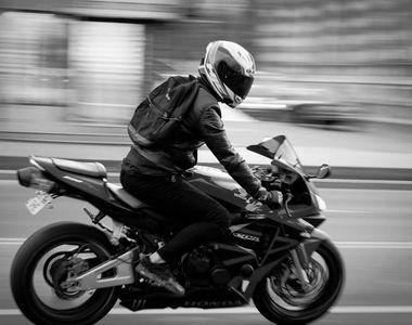 Constanţa: Motociclist rănit după ce a fost lovit de o maşină de poliţie