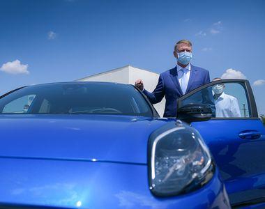 Președintele Iohannis a testat cea mai nouă mașină produsă în România. Anunțul făcut de...