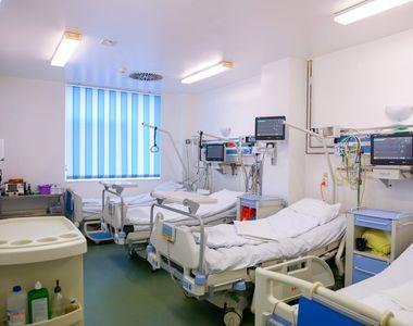 Spitalul în care unitatea mobilă ATI zace nefolosită. Nu există cadre medicale
