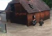 VIDEO - Inundațiile au făcut ravagii: Operațiuni dramatice de salvare în vestul țării