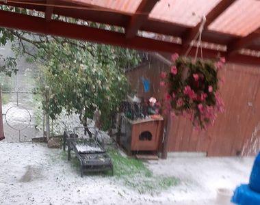 VIDEO - Grindina a făcut ravagii în municipiul Suceava. Zone inundate și mormane de gheață
