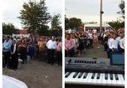 Slujbă religioasă cu 200 de persoane, fără măști, în curtea unui localnic din Galați. Ce au făcut autoritățile