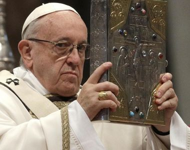 Papa Francisc la un pas de demisie. Clericul este acuzat că ține cu comunitatea LGBT
