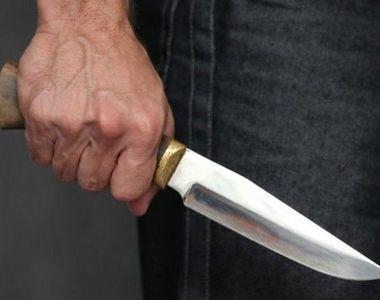 Un bărbat a sărit în ajutorul unei femei agresate pe stradă și a fost înjunghiat