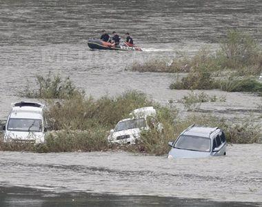 Cel puţin 13 morţi și 13 dispăruţi în urma unor inundaţii provocate de ploile puternice