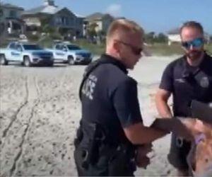 arestată din cauza costumului de baie