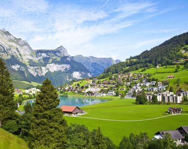 Reguli stricte pentru românii care călătoresc în Elveția
