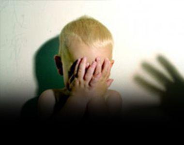 VIDEO | Drogat şi abuzat de tatăl pedofil