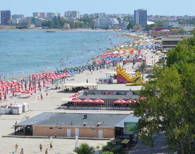 VIDEO | 230.000 de turişti, înghesuiţi pe litoral