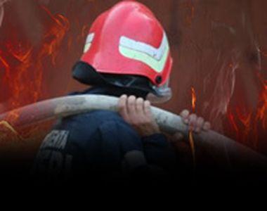 VIDEO - Incendiu la ultimul etaj al unui bloc din Craiova. Intervenție spectaculoasă a...